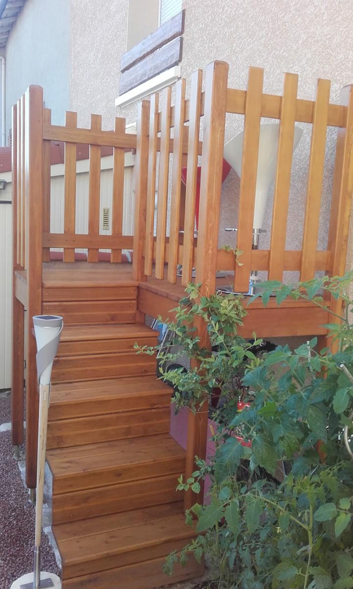 Escalier et terrasse exterieur
